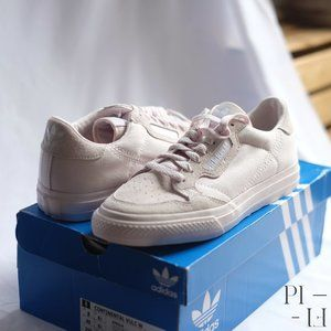 BNWT Adidas beige sneaker with suede Size 8